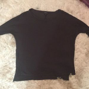 Charcoal grey T-shirt with sleeves to the elbow